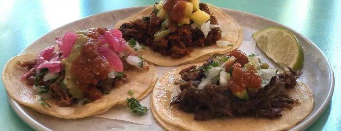 La Taqueria Pinche Taco Shop is one of Posti che sono piaciuti a Michelle.