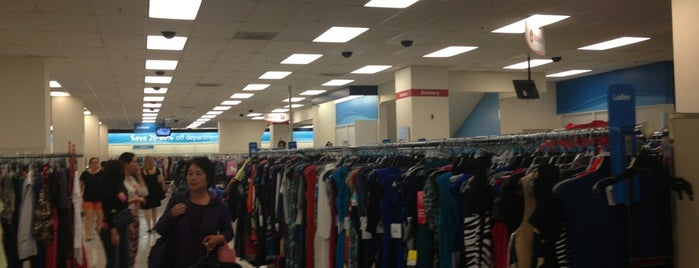 Ross Dress for Less is one of Lieux qui ont plu à Holly.