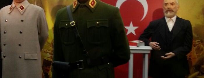 Yılmaz Büyükerşen Balmumu Heykeller Müzesi is one of Yorumlar.