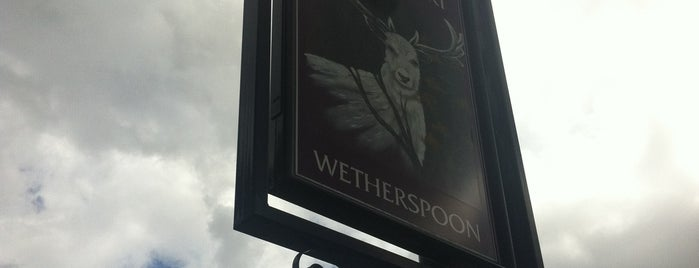 The White Hart (Wetherspoon) is one of Tempat yang Disukai Carl.