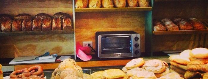 Hackl panaderos artesanos is one of Locais curtidos por Ana.