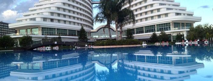 Miracle Resort Hotel is one of Posti che sono piaciuti a Hülya.
