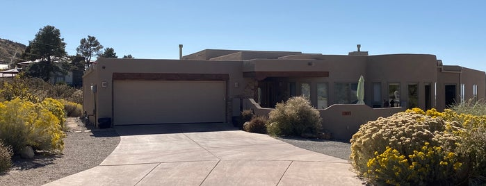 Hank & Marie's House is one of Breaking Bad Locations.