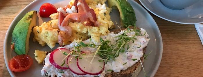 Geschwister Café is one of Locais curtidos por Jana.
