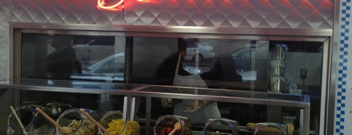 Steve's Prince of Steaks is one of Lugares favoritos de Suzy.