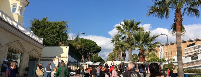 Mercadillo Puerto Banus is one of Marbella.