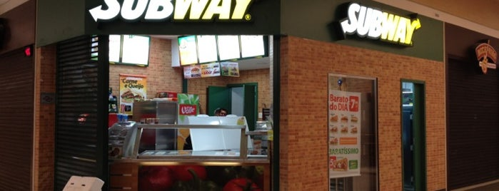 Subway is one of Por ai.