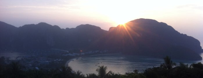 Party On The Beach In Phi Phi Island is one of Phi Phi.