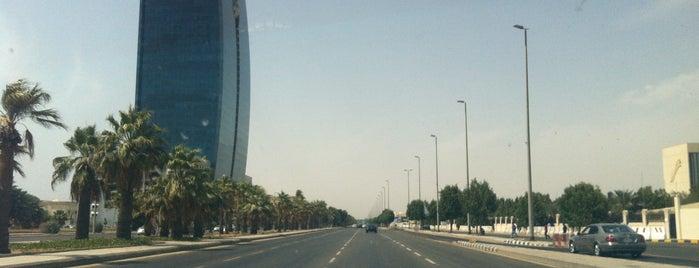 King Abdulaziz Road is one of olfatさんのお気に入りスポット.