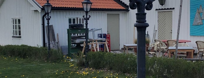 The Nut House - Trädgårdsbutik & Cafe is one of Upplandsväsby.