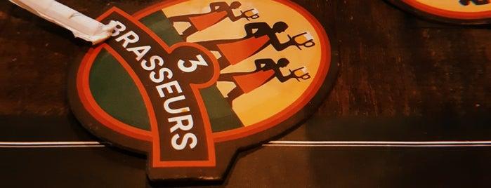 Les 3 Brasseurs is one of Locais curtidos por Milena.
