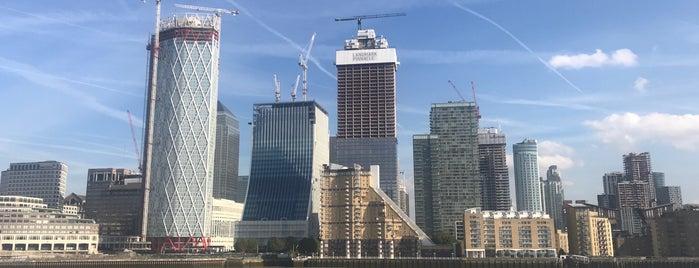 Thames Path Canary Wharf is one of Ann : понравившиеся места.