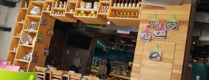 Zaroob Restaurant is one of Restaurantes.