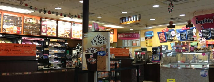 Dunkin' is one of Lieux qui ont plu à Fndotucci.
