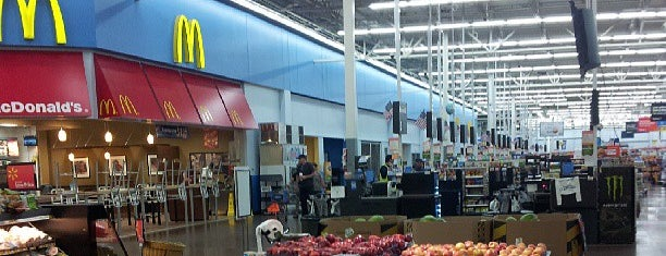 Walmart Supercenter is one of Lieux qui ont plu à Andrii.
