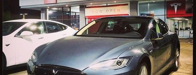 Tesla Motors is one of Locais curtidos por Tyler.