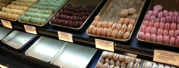 Delightful Pastries at the Chicago French Market is one of Nikkia J'ın Kaydettiği Mekanlar.