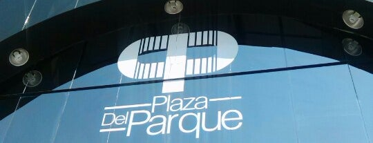 Plaza del Parque is one of Locais curtidos por Mariel.