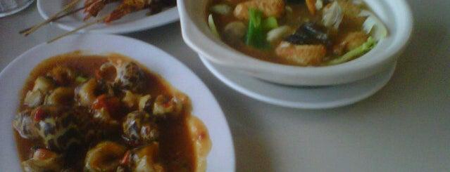 Jumbo Kakap is one of Foodie women.