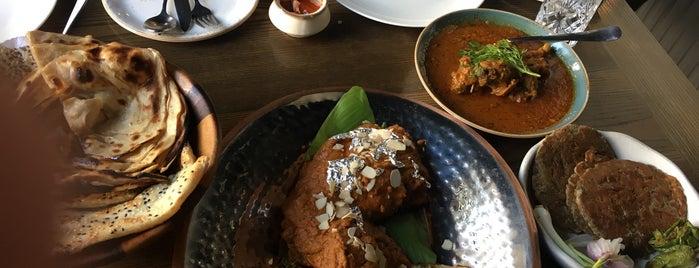 Arth Restaurant is one of Locais salvos de Paresh.