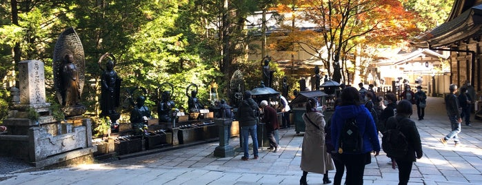 記念燈籠堂 is one of World heritage - KOYASAN.