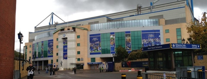 Stamford Bridge is one of Tempat yang Disukai Saeed.