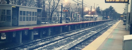 LIRR - Smithtown Station is one of Tempat yang Disukai Cindy.