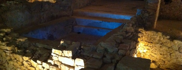 Termas Romanas de Campo Valdes is one of Giovannaさんの保存済みスポット.