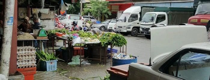 Bagan Luar Market (Jeti lama) is one of Tempat yang Disukai Alyssa.
