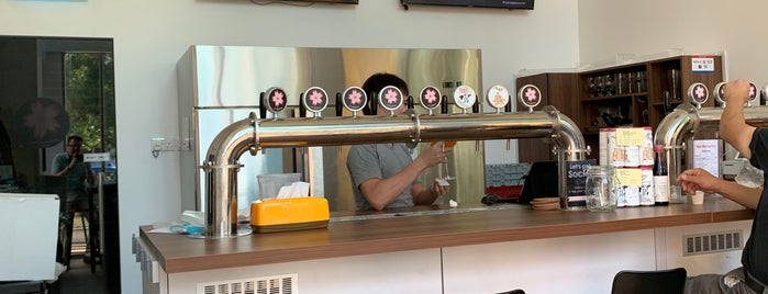 Pink Blossoms Brewing Co is one of Locais curtidos por Jim.