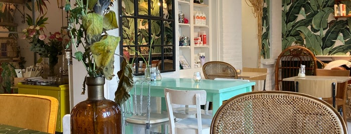 Lavinia's Good Food is one of Hello, Amsterdam.