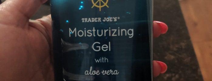 Trader Joe's is one of สถานที่ที่ Noemi ถูกใจ.