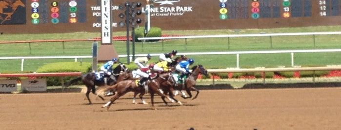 Lone Star Park is one of Locais curtidos por Tammy.