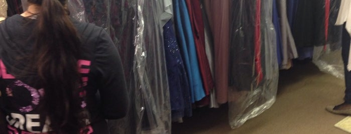Arlene's Bridal Salon is one of Tempat yang Disukai Kelsey.