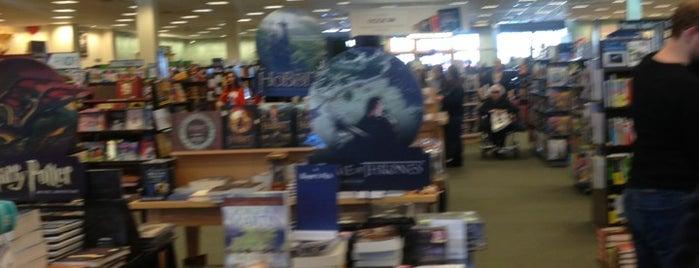 Barnes & Noble is one of Locais curtidos por Jeff.