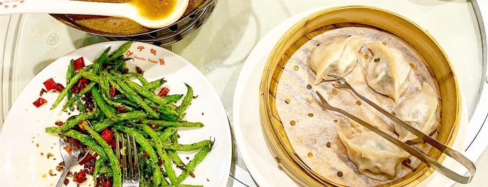 Auntie Guan's Kitchen is one of Lugares favoritos de Honghui.
