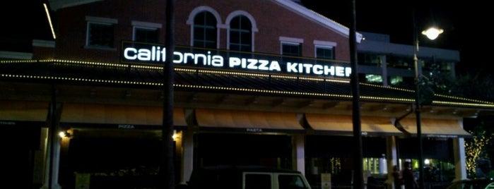 California Pizza Kitchen is one of สถานที่ที่ Gillian ถูกใจ.