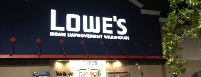 Lowe's is one of Locais curtidos por Ishka.