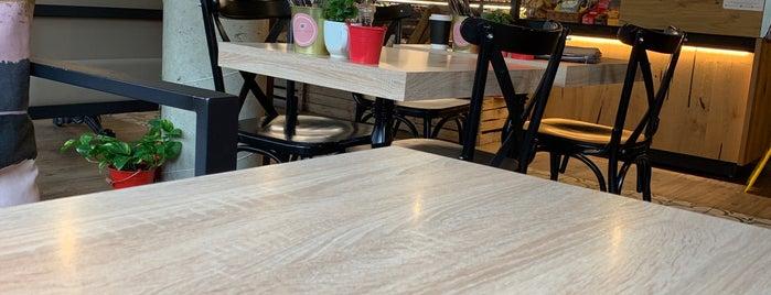 Avocado & Coffee is one of สถานที่ที่ Kenneth ถูกใจ.