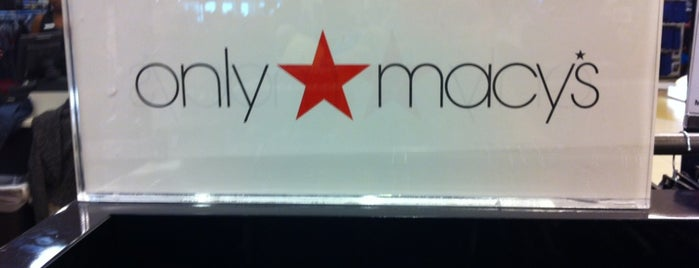 Macy's Men/Home/Furniture is one of Lugares guardados de André.