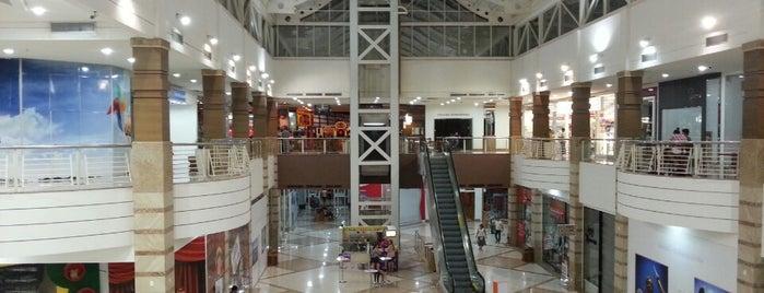 Shopping Pátio Dom Luis is one of Locais curtidos por Sara.