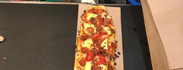 &pizza is one of Tempat yang Disukai Terecille.