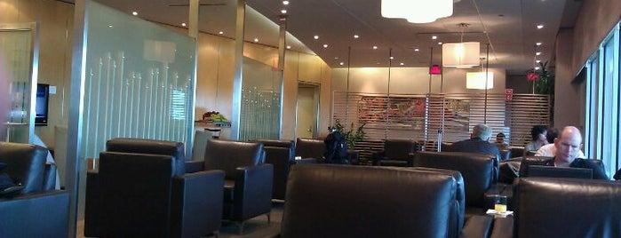 Maple Leaf Lounge is one of สถานที่ที่ Juan jo ถูกใจ.