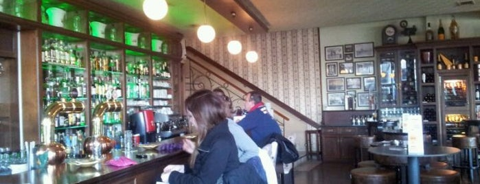 Cafe Le Monde is one of Must-visit Cafés in Thessaloniki.