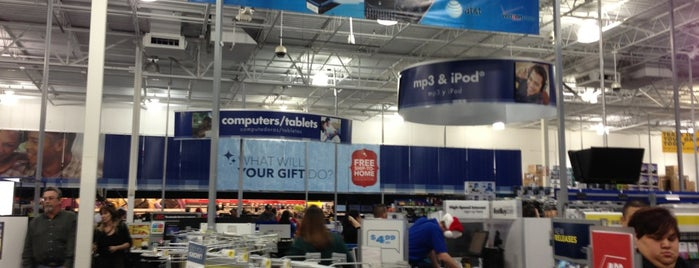 Best Buy is one of Locais curtidos por Angeles.