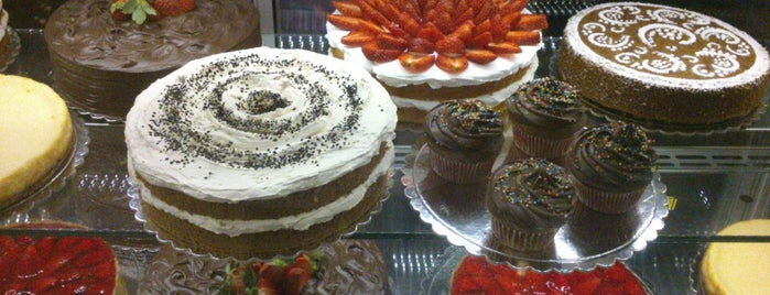 Platin Cake House | خانه کیک پلاتین is one of Bobbyさんの保存済みスポット.