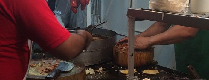 Tacos Pardavé is one of Locais curtidos por Pablo.