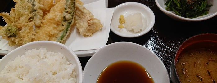 Tendon Tenya is one of Japan chain eatery shop should try.