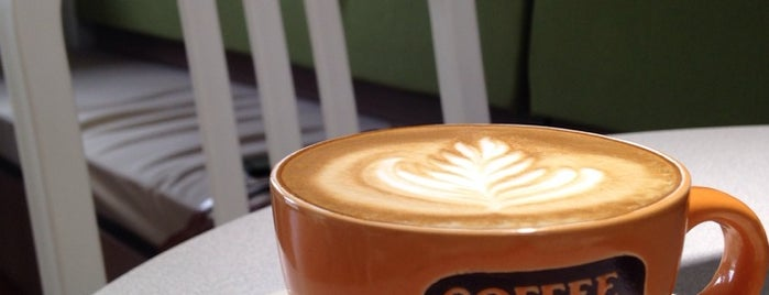 Clara's Coffee, Eats & Treats is one of Locais curtidos por Norah.