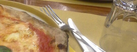 pizza e carbone Acasamia is one of Firenze.